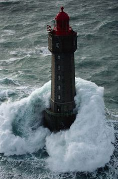 Phare de La Jument - La Jument lighthouse - France - Jean Guichard - More info: http://en.wikipedia.org/wiki/La_Jument