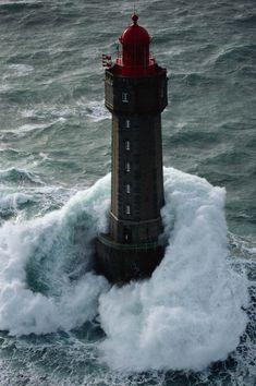 Phare de La Jument - La Jument lighthouse - France - Jean Guichard - More info: http://en.wikipedia.org/wiki/La_Jument