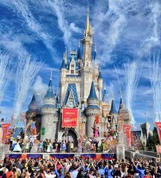 """A partir de 26 de abril os convidados do Magic Kingdom já podem contar com um novo """"pacote"""" que dá direito a visitar a área temática de Fantasyland antes dos demais convidados do parque. Os visitantes que adquirem..."""