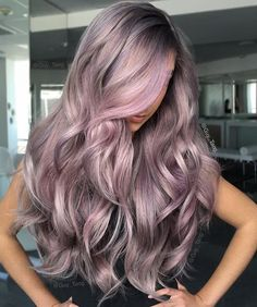 Metallic Hair Dye: What it is and how to get it - Außergewöhnliche Haarfarben - couleur de cheveux Metallic Hair Color, Cabelo Ombre Hair, Silver Hair, Pretty Hairstyles, Rose Hairstyle, Formal Hairstyles, Hairstyles Haircuts, Rainbow Hairstyles, Wedding Hairstyles