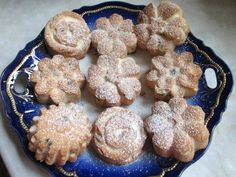 Csokicseppes muffin tojásfehérjéből (Gluténmentesen is) Pavlova, Muffin, Cookies, Food, Candy, Muffins, Biscuits, Essen, Cookie Recipes