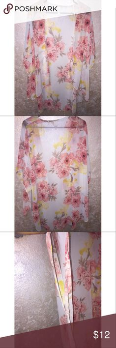 Floral Kamodo!😍 This floral kamodo has been gently worn and is super cute and stylish to go over tank tops, shirts or bathing suits! 😍 Other
