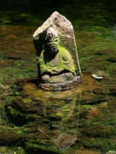 Buddha statue, Japan. Wonderful place for a statue.