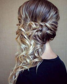 ADORO penteados semi presos!  #madrinhasemcrise #madrinhacasamento #madrinhas #madrinha #bridemaids #bridesmaids #hair #cabelo #cabelos…