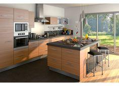 Les portes de la cuisine Écorce sont revêtues d'un PVC structuré, reproduisant les nervures du bois pour un effet naturel.  Cette cuisine est disponible en coloris noyer et cendré.