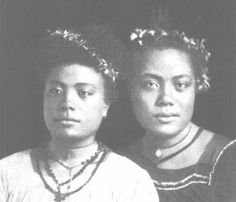 Daughters of Chief Su'atele of Safata (Mulivai). The one on the left married  Chief Tufale of Manua and the one on the right to Orator chief Alipia of Leulumoega. ..their names??