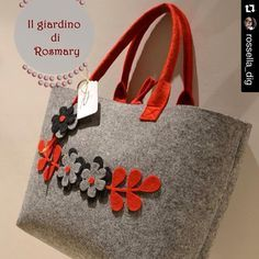 Likes, 20 Comments - Cre❤️❤️❤️ with ・・・ Per info e prenotazionBeautiful felted tote bag with cute flower design at front. Would be great as laptop bag, travel bag or shopping bagImage may contain: 1 person Handmade Handbags, Handmade Bags, Hessian Bags, Felt Purse, Quilted Bag, Fabric Bags, Felt Crafts, Fabric Flowers, Bag Making