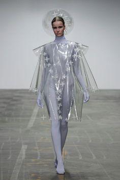JEF MONTES graduated in 2012 at ArtEZ Institute of the Arts in Arnhem, Fashion Design BA-hons. Space Fashion, Fashion Week, Runway Fashion, Fashion Art, High Fashion, Fashion Show, Fashion Design, Cyberpunk Mode, Cyberpunk Fashion