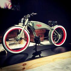 "Ruff Cycles ""The Ruffian"" Electric Cruiser/Chopper Bike Vintage Bmx Bikes, Velo Vintage, Retro Bicycle, Velo Design, Bicycle Design, Cool Bicycles, Cool Bikes, Electric Bike Kits, Motorised Bike"
