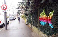 Tejidos en punto de cruz, los nuevos rivales del graffitti http://caracteres.mx/tejidos-en-punto-de-cruz-los-nuevos-rivales-del-graffitti/