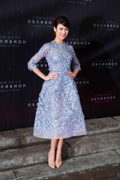 Olga Kurylenko in Elie Saab Haute Couture, at the Oblivion premier, in Moscow. Stunning. Image via Vogue France. #eliesaab #voguefrance