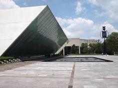 MUAC – Museo Universitario de Arte Contemporáneo, una obra de Teodoro González de León – Teodoro González de León, es un arquitecto y pintor mexicano. Creador de numerosas obras y espacios contemporáneos en la Ciudad de México.
