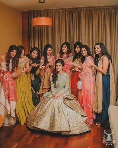 Bride with her bridesmaids bridesmaids photoshoot ideas fun photos with ind Indian Wedding Poses, Indian Wedding Photography Poses, Wedding Picture Poses, Indian Wedding Pictures, Indian Bridal, Funny Wedding Poses, Event Photography, Indian Weddings, Wedding Pics