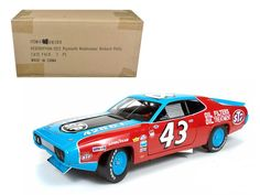 "1972 Plymouth Road Runner #43 Richard Petty \STP"" 1/18 Diecast Model Car by Autoworld"""