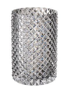Villeroy & Bochin Pieces of Jewellery -maljakko on näyttävästi timanttikohokuvioitua kristallilasia. Maljakon halkaisija on noin 15,2 cm ja korkeus 22,1 cm.
