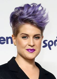 Kelly Osbourne Spiked Hair - Kelly Osbourne looked uber cool with her spiked purple hair at the NBCUniversal Cable Entertainment Upfronts. Mohawk Hairstyles For Women, Popular Short Hairstyles, Hairstyles Haircuts, Pixie Haircuts, Popular Haircuts, Fashion Hairstyles, Trendy Haircuts, Shaved Hairstyles, Short Funky Hairstyles