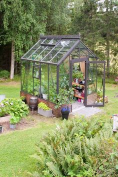 Were calling it tiny greenhouses are the next big thing in backyards ive been dreaming about a small greenhouse in the garden for a long time suddenly having some old windows left from another project i decided greenhouse plans old windows Backyard Greenhouse, Greenhouse Wedding, Greenhouse Plans, Backyard Landscaping, Backyard Ideas, Cheap Greenhouse, Landscaping Ideas, Backyard Pools, Window Greenhouse