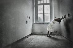 ➳✿Black and white jail➳✿   ➳✿Get free of that jail that follow you, of that confinement that suffocate you, and don't let you live, get free of that Black and white jail➳✿   ➳✿Liberate de esa Cárcel en blanco y negro que te persigue, de ese confinamiento que te sofoca, y no te deja vivir, haste libre de tu blanca  y negra cárcel ➳✿   Photography/ Fotografía de retrato