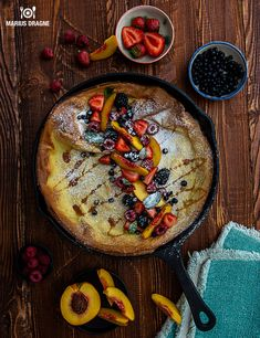 Dutch Baby cu fructe de padure - Reteta culinara - Delicii.com Baking Tips, Hummus, New Recipes, Camembert Cheese, Smoothie, Dairy, Healthy Eating, Ethnic Recipes, Foods