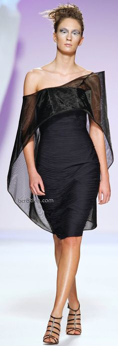 Gattinoni Spring Summer 2009 Couture, love the dress but hate the face makeup almost scary....