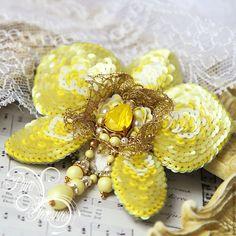Купить Брошь Endless Blooming, желтая орхидея - желтый, орхидея, фаленопсис, флора, вышитая брошь