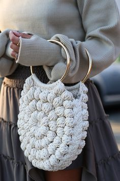 The trends that will spring up this spring Handmade bags, shades of orange … We bring you the trends you can't resist! , Las tendencias que arrasarán esta primavera , Fashion – Moda Sourc… Crochet Skirt PATTERN Country Fair Crochet Lace Women Crochet Handbags, Crochet Purses, Knitting Patterns, Crochet Patterns, Diy Sac, Macrame Bag, Handmade Books, Handmade Notebook, Knitted Bags