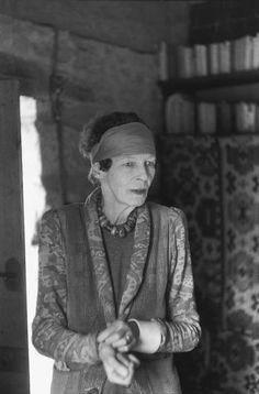 Henri Cartier-Bresson, L'écrivain britannique Nancy Cunard chez elle, La Chapelle-Réanville, Dordogne, France, 1956. © Henri Cartier-Bresson/Magnum Photos.