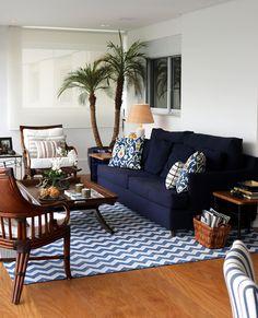 Decoração de: sofá azul marinho; Casa de Valentina