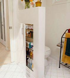 Små badrum kräver bra med förvaring. Vi kan inte få nog av smarta lösningar, framförallt om det handlar om små ytor. Här är 16 förvaringstips och annat till det lilla badrummet.