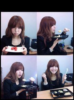 2293f04aff9d Kim Greem s cute selca as she enjoys a meal