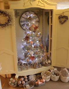 Our stunning Showroom tree is up! What do you all think? Dawn @ Melody Maison x