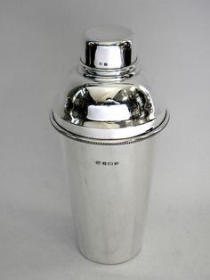 VINTAGE SOLID SILVER COCKTAIL SHAKER BIRMINGHAM 1928 www.antique-silver.co.uk John Bull Antiques New Bond Street, London, UK