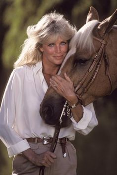 Linda Evans with her horse 1984 © 1984 Mario Casilli Celebrities Famous People Riding Horses. Linda Evans, Hollywood Stars, Classic Hollywood, Divas, Der Denver Clan, Victoria Principal, Photo Star, Vintage Mode, The Victim