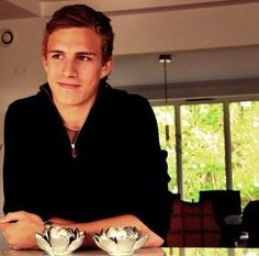 Alexander Wennberg is the sexiest guy on earth. Could someone be even more sexy? Hot Hockey Players, Nhl Players, Ice Hockey, Hockey Season, Columbus Blue Jackets, Pittsburgh Penguins Hockey, Raining Men, Sharp Dressed Man, Attractive Men