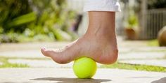 Self-Massage Techniques With Tennis Ball To Relieve Aches – plantar fasciitis Leg Pain, Foot Pain, Back Pain, Plantar Fasciitis Stretches, Plantar Fasciitis Treatment, Self Massage, Foot Massage, Massage Body, Stretches For Runners