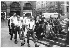Terry Spencer: On the steps of Eros, Piccadilly Circus, 1969. Skinheads and hippies... (© Cara Spencer, courtesy Museum of London)