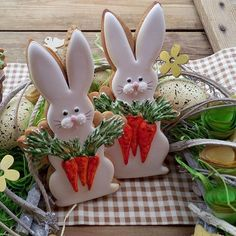 Here's Easter Bunny cookie recipe & an exhaustive list of best decorated Easter bunny cookies. Check cute Easter bunny cookies pictures and inspire yourself Fancy Cookies, Iced Cookies, Cute Cookies, Sugar Cookies, Easter Bunny Cookies Recipe, Easter Bunny Cake, Easter Treats, Easter Cupcakes, Easter Biscuits