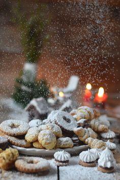 Nougat, Marzipan coffee and chocolate cookies Christmas Desserts, Christmas Baking, Christmas Cookies, Marzipan, Lemon Madeleine Recipe, Spaghetti Eis Dessert, Nougat Torte, Mousse Fruit, Dessert Parfait