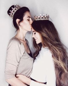 Ñ Mother Daughter Fashion, Mom Daughter, Cute Couple Pictures, Girl Pictures, Mommy And Me Photo Shoot, Mother Daughter Photography, Family Maternity Photos, Best Friend Outfits, Artsy Photos