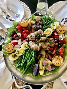 Salade Nicoise and Summer Salads To Make Right NOW – Classic Casual Home Grilled Ahi Tuna Salad Nicoise with tomatoes, olives, green beans Summer Salad recipe for salad as a main course Summer Salad Recipes, Salad Recipes For Dinner, Tuna Recipes, Dinner Salads, Healthy Salad Recipes, Summer Salads, Veggie Recipes, Drink Recipes, Salat Nicoise