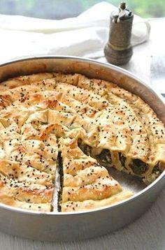 Er ist einfach herzustellen, sieht großartig aus und schmeckt verführerisch: Frischer Schneckenbörek mit Spinat und Schafskäse!
