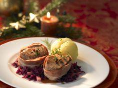 Schweinefilet im Baconmantel mit Rotkohl und Kartoffelknödel   Zeit: 50 Min.   eatsmarter.de