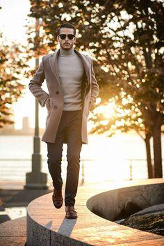 S brown overcoat, grey turtleneck, black dress pants, br Sharp Dressed Man, Look Fashion, Winter Fashion, Mens Fashion, Street Fashion, Fashion 2020, Fashion Photo, Fashion Tips, Estilo Hipster