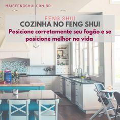Você deve dar a máxima importância para o posicionamento correto de seu fogão dentro da sua cozinha. Ele deve ser colocado de forma que a pessoa que cozinha tenha visão direta e clara da porta, mas sem estar diretamente na linha da porta e na passagem direta de energia, ok? . 🚩 Quem cozinha jamais pode ficar de costas para porta. Isso fará com que os moradores da casa fiquem em situações vulneráveis, e, é provável que ocorram acontecimentos pelas costas, traições, etc.. . Feng Shui Dicas, Table, Furniture, Home Decor, Daybed Room, Line, Natural Person, Houses, Decoration Home