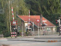 spoorweghuisje Leusderweg Net, Utrecht, Peugeot, Holland, Volkswagen, Cabin, House Styles, Nostalgia, The Nederlands