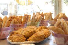 Los piononos puertorriqueños, son masas de amarillo (plátano duro) o yuca, rellenos de carne y fritos.