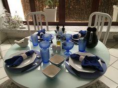 Mesa azul para eles...💙