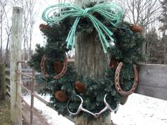 Horseshoes attached to a wreath! #CowboyChristmas #DIY