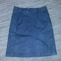 Black Skirt Black Skirt.. 2nd pic shows the actual color .. Genly loved no major or noticeable flaws Banana Republic Skirts