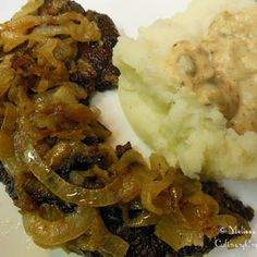 Old Fashioned Liver and Onions is an excellent source of iron! Best served with homemade mashed potatoes and gravy. Just like grandma used to make! Onion Recipes, Beef Recipes, Cooking Recipes, Yummy Recipes, Delicious Meals, Snack Recipes, Fried Liver, Beef Liver